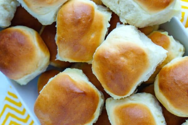 Overhead picture of finished 1-hour dinner rolls recipe.
