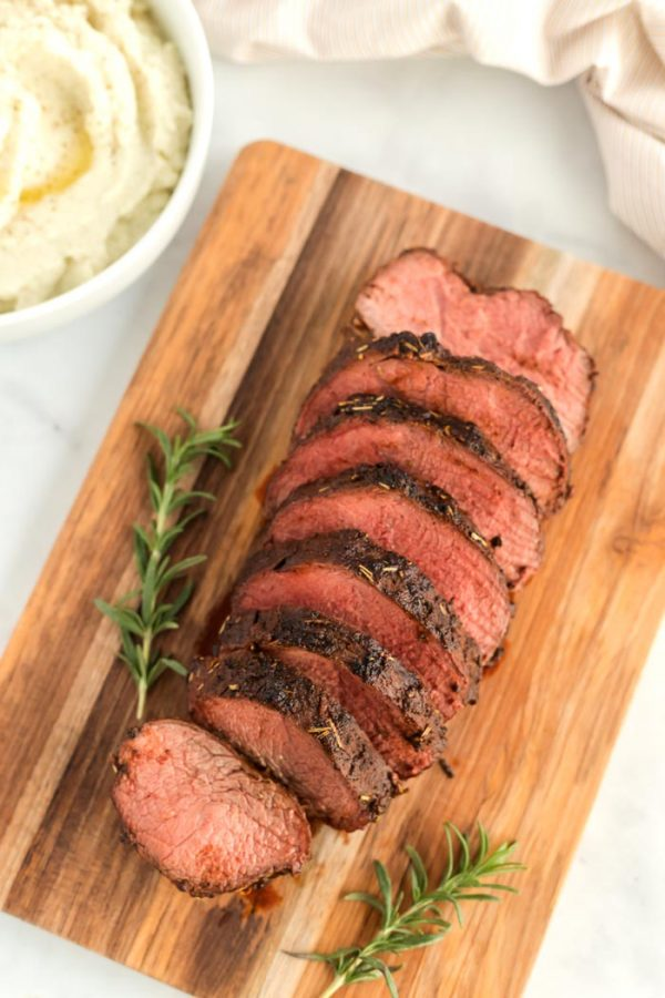 Overhead picture of the sliced beef roast.
