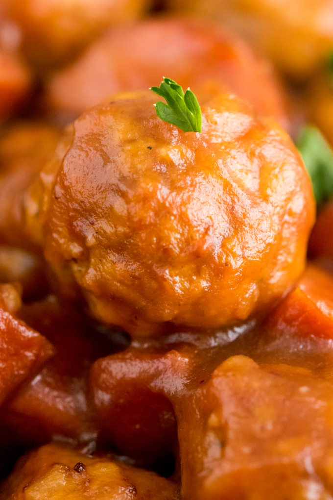 This Crockpot Cranberry Meatballs recipe is a super easy recipe made with just five ingredients. Whether you serve it as an appetizer or main dish, it will serve a crowd! via @easybudgetrecipes