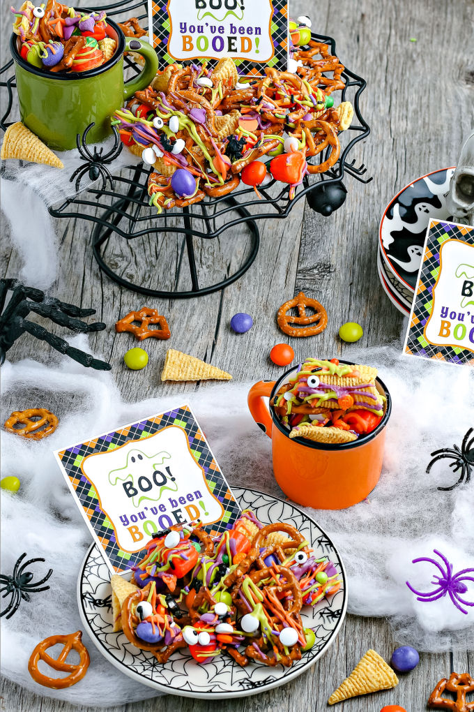 "This Halloween Snack Mix is an easy recipe that is always a hit. Included is a FREE ""You've Been Booed"" printable and other gift tags for gifting this snack mix!  via @easybudgetrecipes"