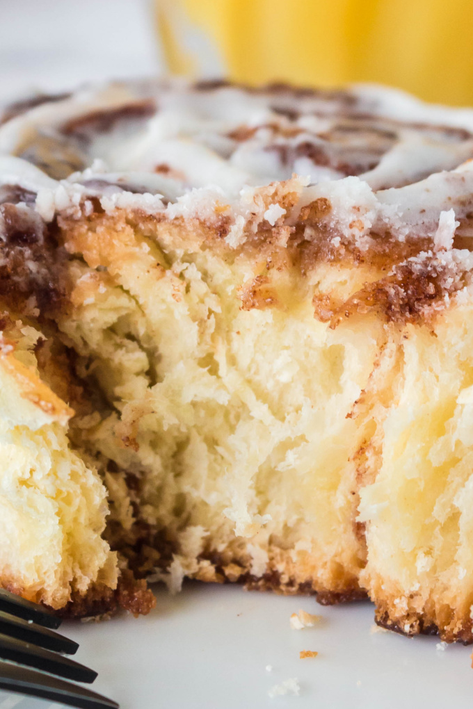 Overnight Cinnamon Rolls are melt-in-your-mouth good! Rest the rolls overnight in the refrigerator and bake them in the morning without rising! via @easybudgetrecipes